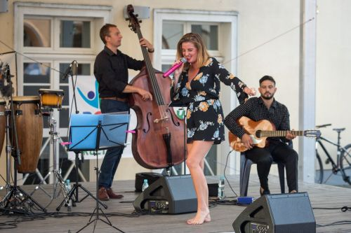 IMG 2836 Sara Szymczak z zespołem